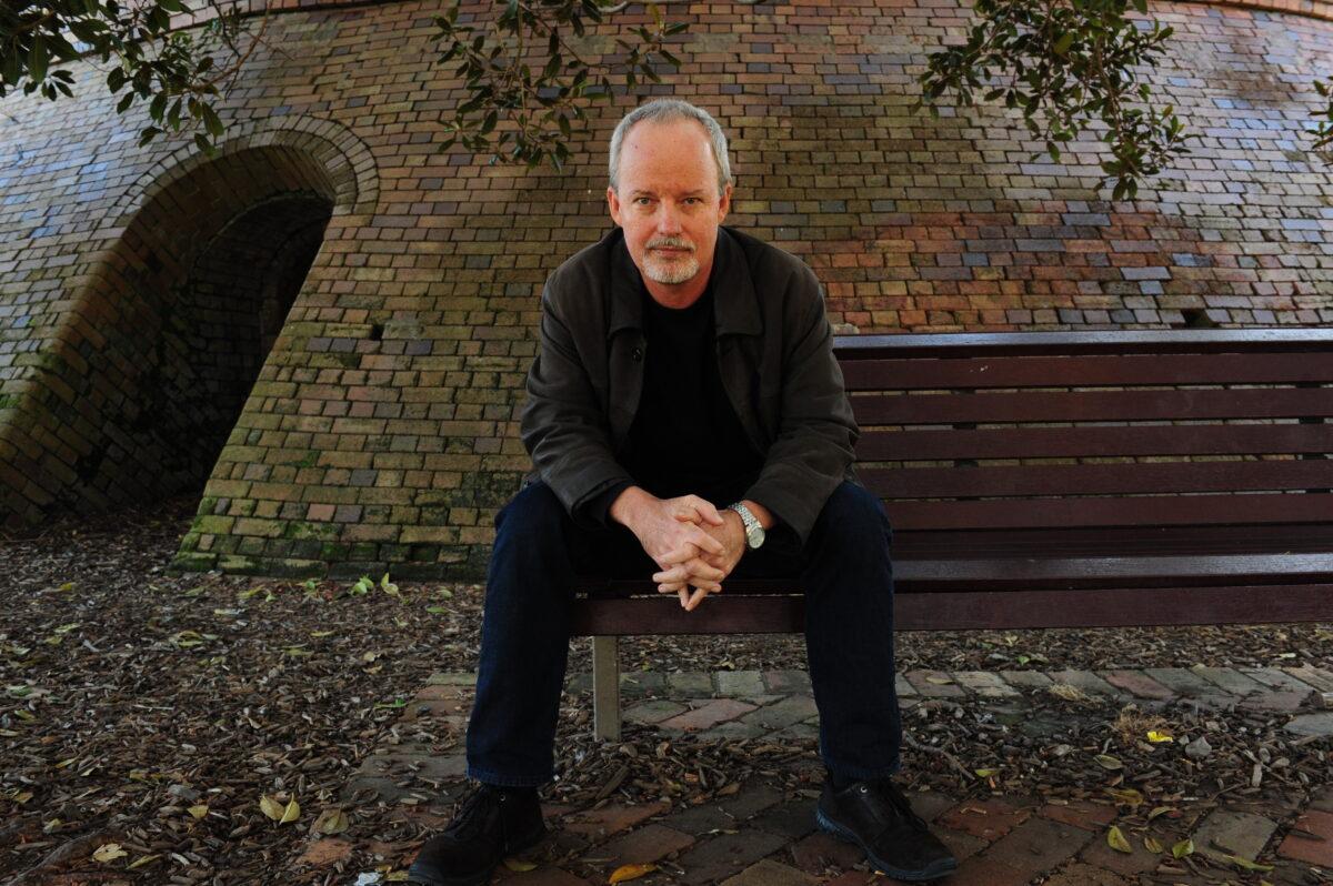Tony mott 3 park bench robotham colour picture